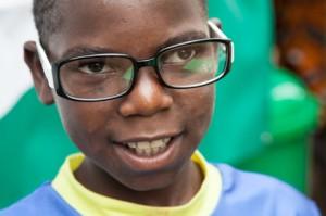 Gabriel, ahijado de la Fundación Khanimambo con gafas