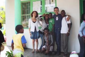 El doctor Juanjo y Ana en la Fundación Khanimambo