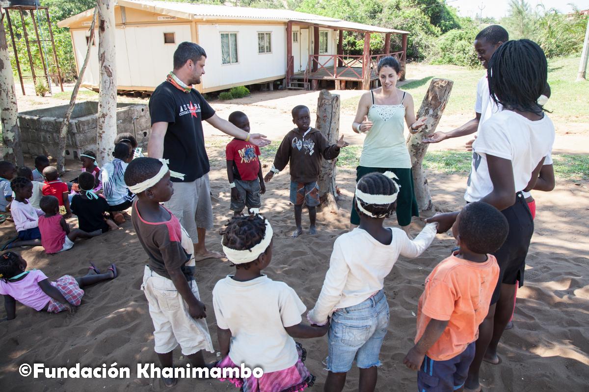 Grupo Los Tigres en el Curso de Verano de la Fundación Khanimambo en 2013
