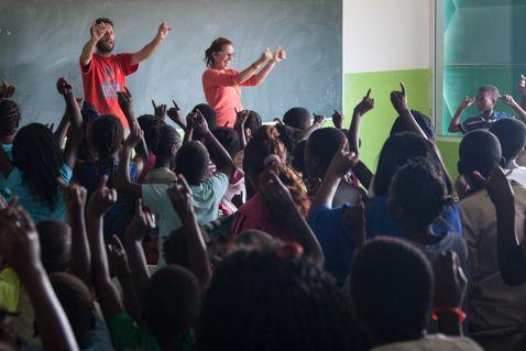 Ivanke y Mey presentando su proyecto en Khanimambo / Foto: Eric Ferrer