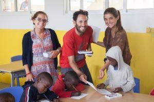 Mey, Ivanke y Sofía en unos de los talleres que han llevado a cabo. / Foto: Eric Ferrer