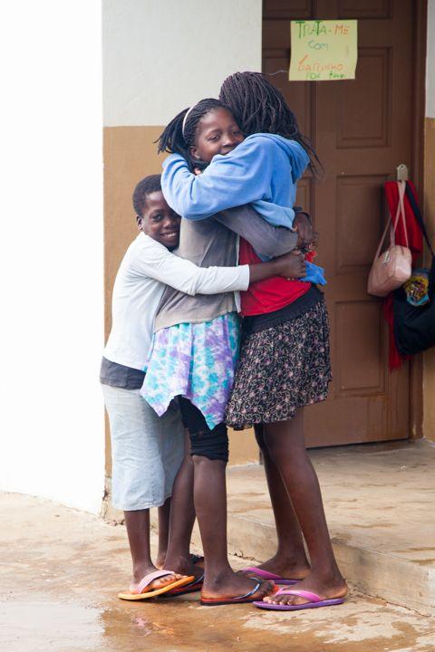 abrazos, Fundación Khanimambo