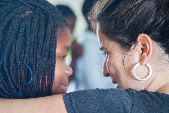 Sara y Alexia, Fundación Khanimambo