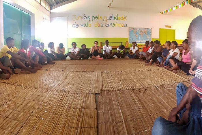 Reunión de equipo en el Centro Munti de la Fundación Khanimambo