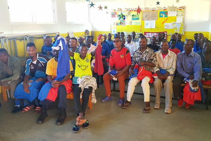 Reunión de padres en la Fundación Khanimambo