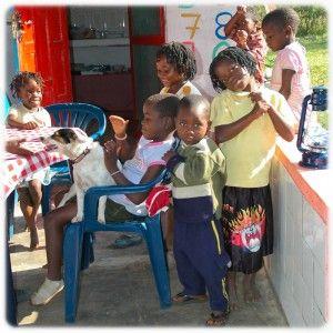 Blog - Fundación Khanimambo - Kena con niños de Khanimambo