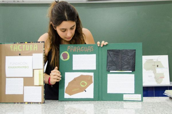 Ariadna con sus proyectos para Khanimambo