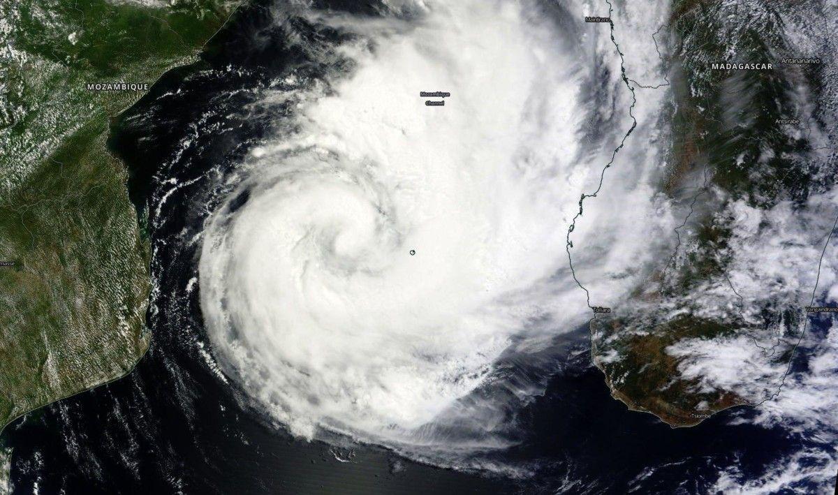 Ciclón Dineo llegando a Mozambique