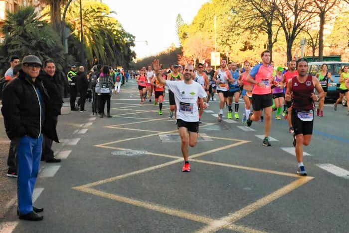 Jorge Mena corre la marató de Valencia para conseguir financiar un minibús nuevo para Khanimambo