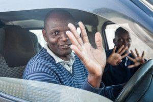 Tío Mondlane, conductor del transporte escolar de la Fundación Khanimambo