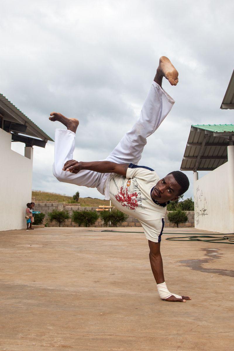 Capoeira en la Fundación Khanimambo