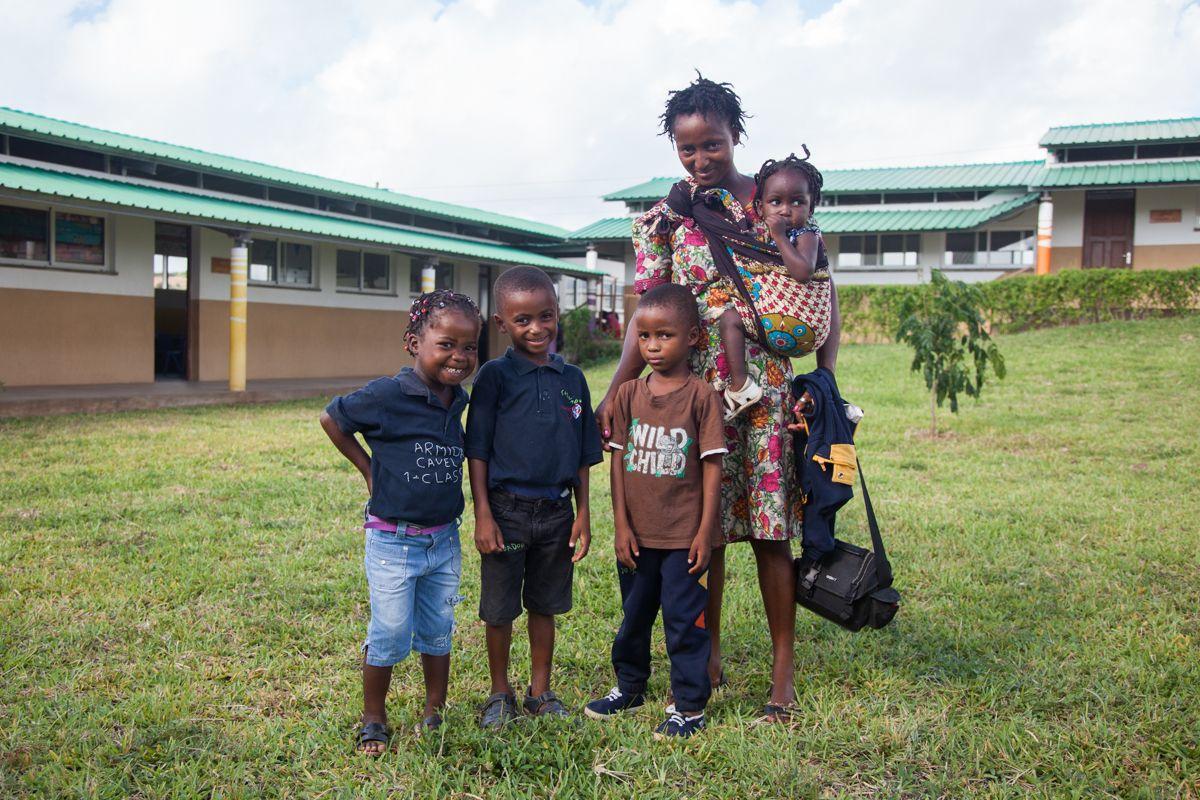 Familia en el Centro Munti. Fundación Khanimambo