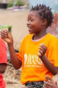 Uniformes Allfunds Bank para la Fundación Khanimambo