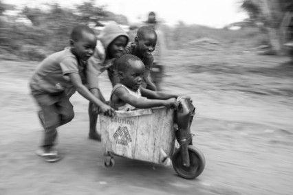 Blog de la Fundación Khanimambo - Juguetes reciclados