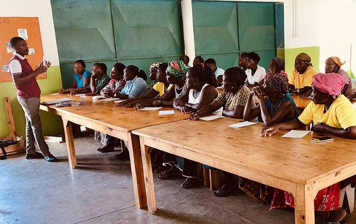 Curso de alfabetización en la Fundación Khanimambo