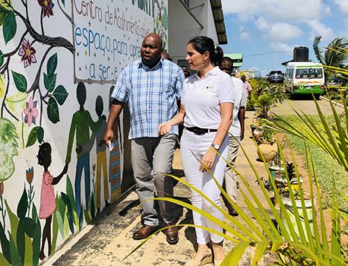 El sr. Emídio Xavier, alcalde de Xai-Xai, al Centro Munti