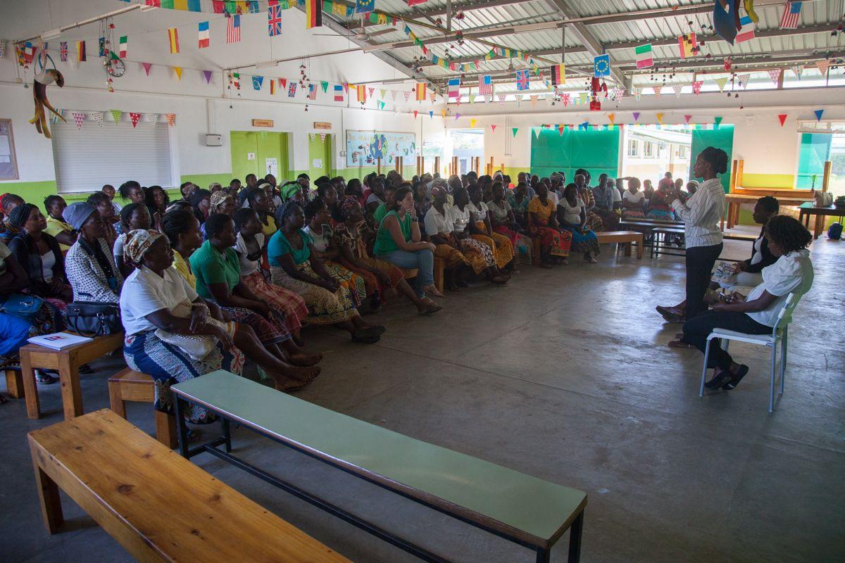 Charla sobre violencia doméstica en la Fundación Khanimambo