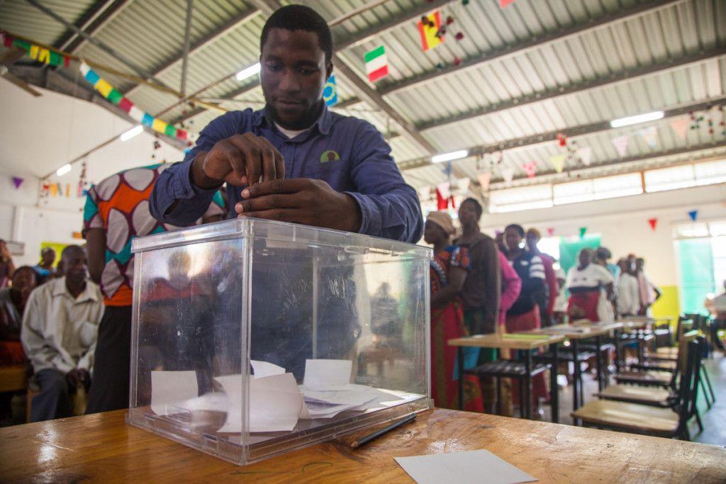 Votación de activistas para defender valores de la Fundación Khanimambo