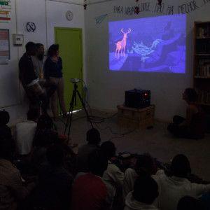 Cinecicleta en el Centro Munti de la Fundación Khanimambo