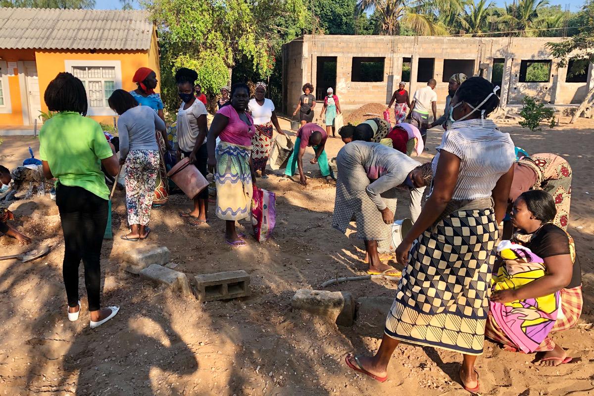 Trabalho comunitário na Khanimambo