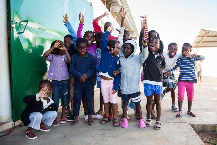 Entrega de ropa en la Fundación Khanimambo marzo 2018