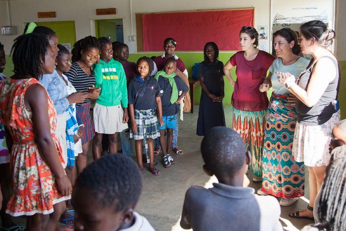 Rocío y Bea en la Fundación Khanimambo