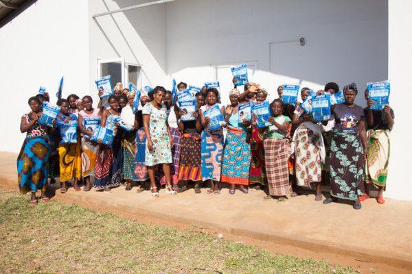 Reparto de mosquiteras en la Fundación Khanimambo