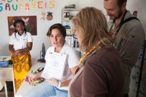 Una visita muy esperada - Alexia explica el trabajo diario de Khanimambo