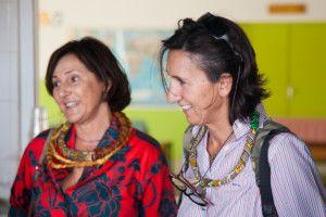 Una visita muy esperada - Rosario y Bati escuchando atentamente las explicaciones sobre el Centro Nutricional