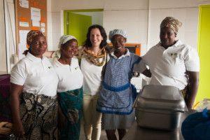 Blanca con el equipo del Centro Nutricional de Khanimambo