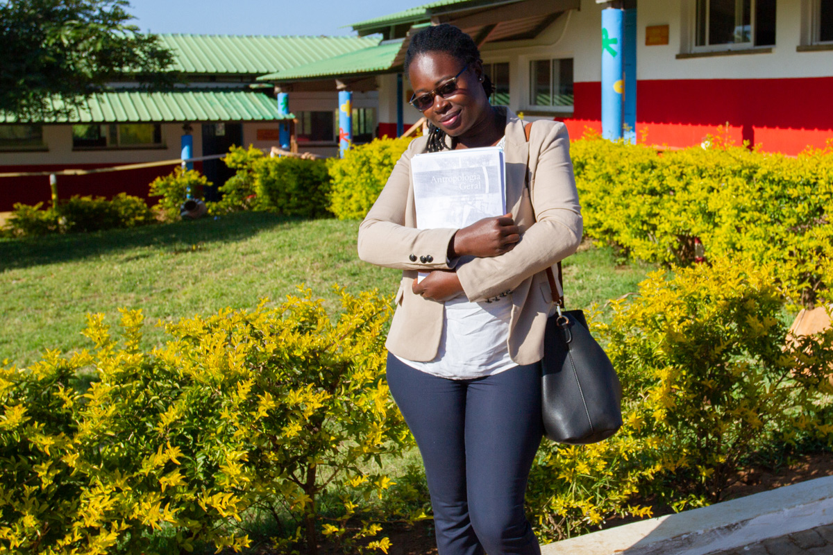 Maura, bolsista da Fundação Khanimambo