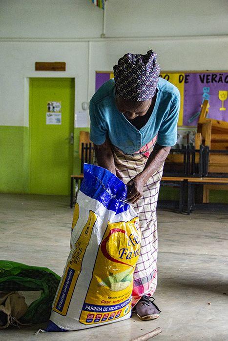Durante las vacaciones de verano, Khanimambo sigue ocupándose de las familias de niñas y niños con mayores dificultades.