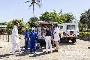 Entrega de material sanitario de la Fundación Khanimambo al Hospital provincial de Xai-Xai