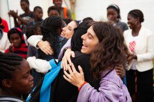 Inés y Elia, voluntarias en la Fundación Khanimambo