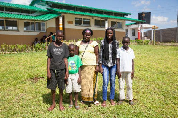 Familia en la Fundación Khanimambo