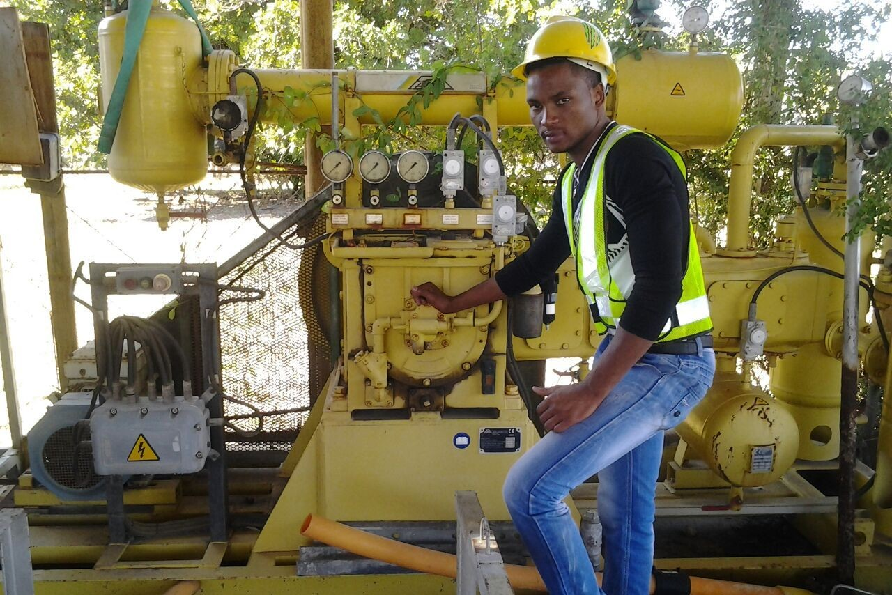Proyecto Xipfundo - Fundación Khanimambo. Abilio haciendo prácticas.