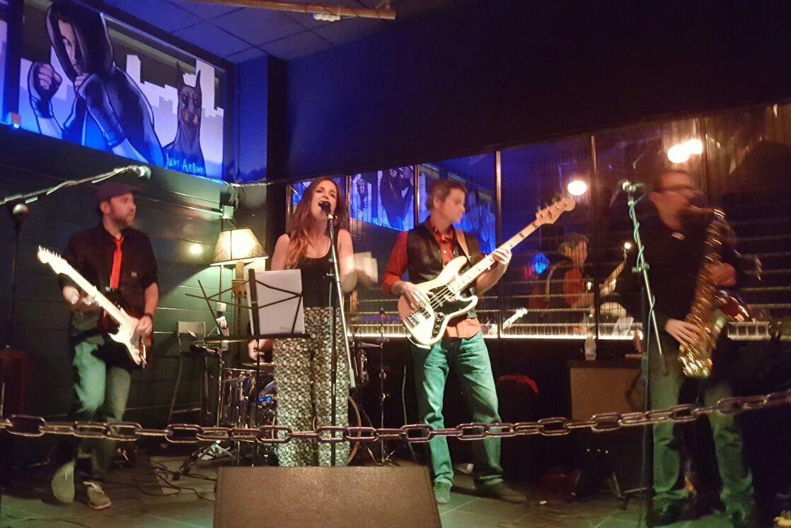 Little Sister canta para la Fundación Khanimambo en la Sala Ghetto de las Rozas