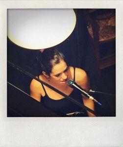 Maria Millet canta para la Fundación Khanimambo