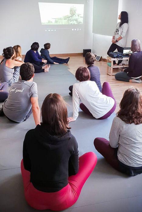 Yoga solidario para Khanimambo en Barcelona