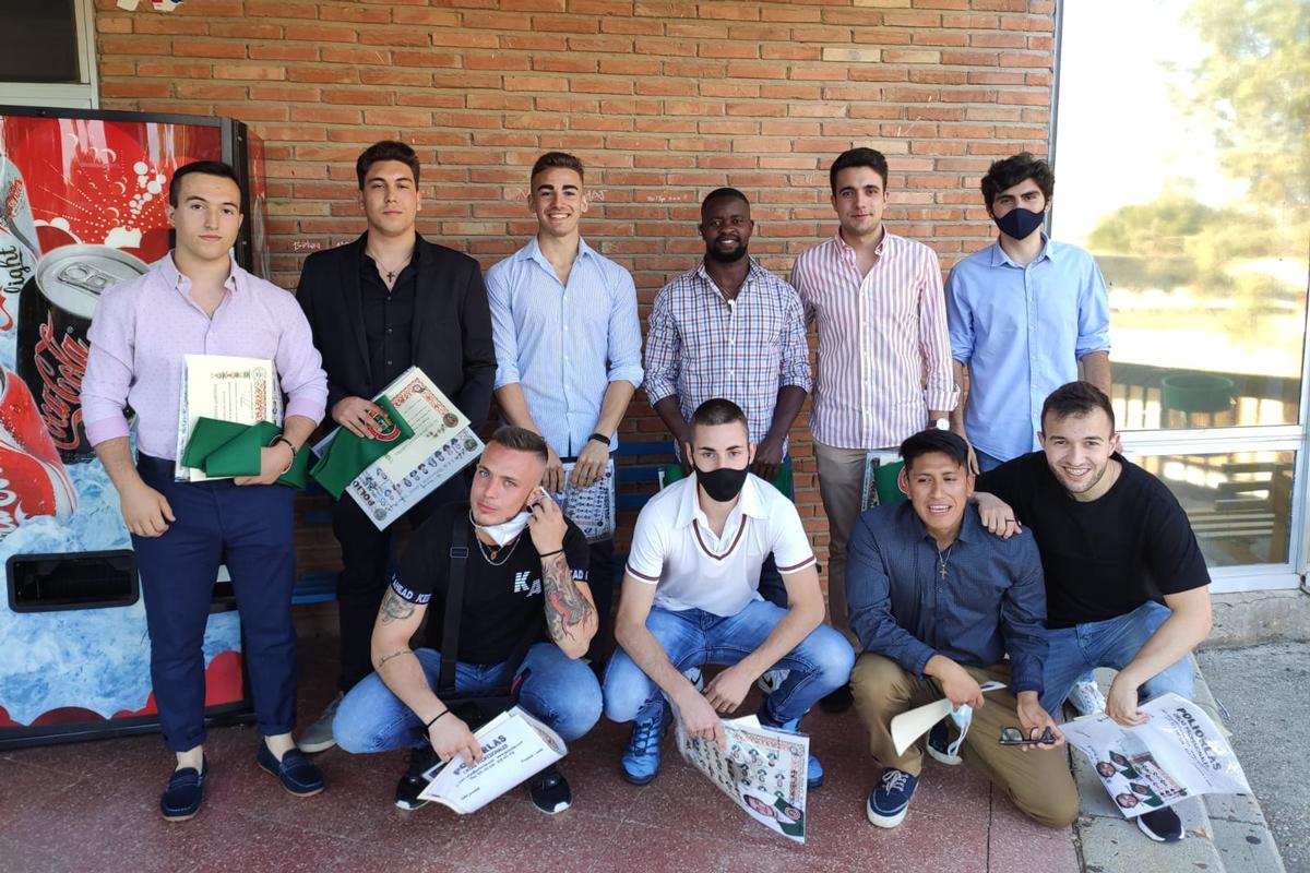 Ernesto Damiao com os seus colegas de turma em Toledo