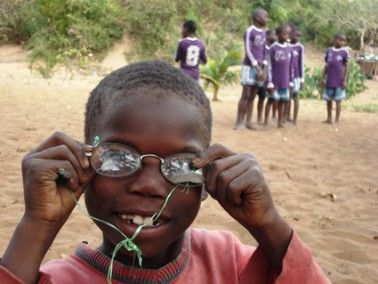 Blog Fundación Khanimambo - Ocularis Joan Prat colabora con la Fundación Khanimambo