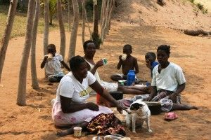 Primeros días de Khanimambo... Mamá Hortensia y otras madres